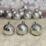 Gömbdísz , dobozban műanyag 5cm ezüst 3 féle 18 db-os Karácsonyfa gömb