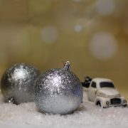Gömbdísz jeges hatású, műanyag 8cm világoslila,ezüst 6 db-os Karácsonyfa gömb