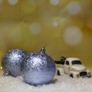 Gömbdísz jeges hatású, műanyag 8cm lila 6 db-os Karácsonyfa gömb