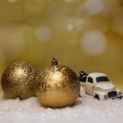 Gömbdísz jeges hatású, műanyag 8cm arany 6 db-os Karácsonyfa gömb