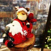 Rénszarvas repülőben poly 21x13,5x16 cm piros, fehér karácsonyi LED figura