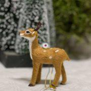 Szarvas álló akasztós műanyag, textil 8x3x10cm világos barna karácsonyi figura