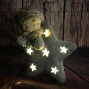 Gyerek csillaggal,kerámia 32x16x46cm barna 2 féle karácsonyi LED figura