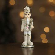 Diótörő álló poly 3x3x9cm krém, arany 4 féle karácsonyi figura