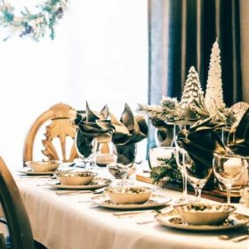 Karácsonyi dekoráció tálaláshoz, terítéshez