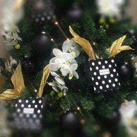 Fekete karácsonyi dekoráció