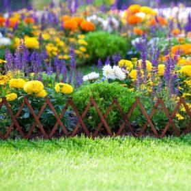 Kerti kerítés, virágágyás