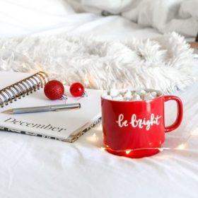 Piros karácsonyi dekoráció
