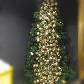 Karácsonyfa és dekoráció