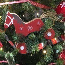Karácsonyfadísz fa