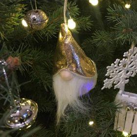 Karácsonyfadísz figurás