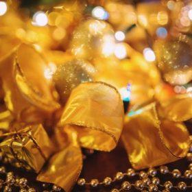 Arany karácsonyi dekoráció