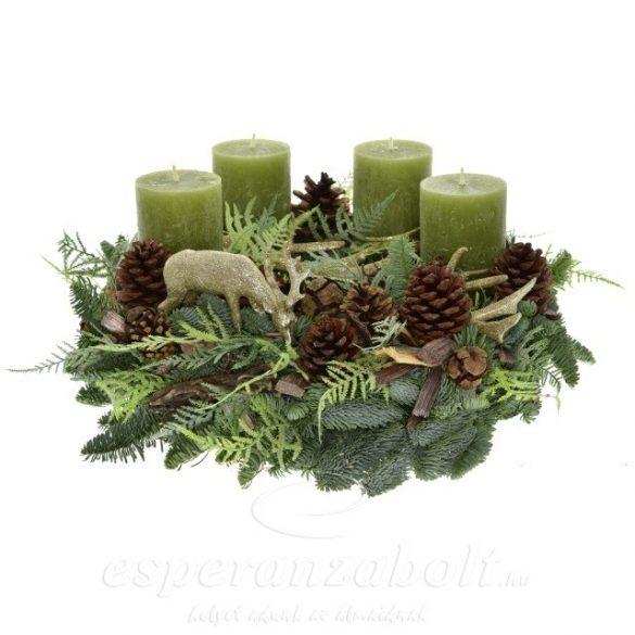Adventi koszorú készítése fenyő alapon zöld növényekkel