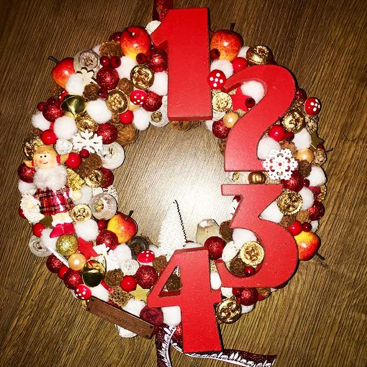 Piros karácsonyi ajtódísz