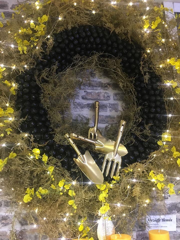 Karácsonyi ajtódísz természetes alapanyagokból