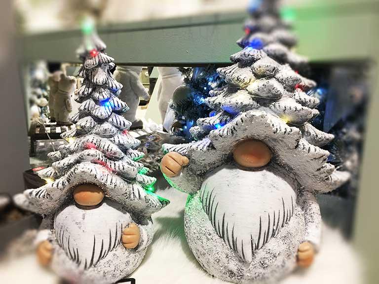 Világító karácsonyi manó figura