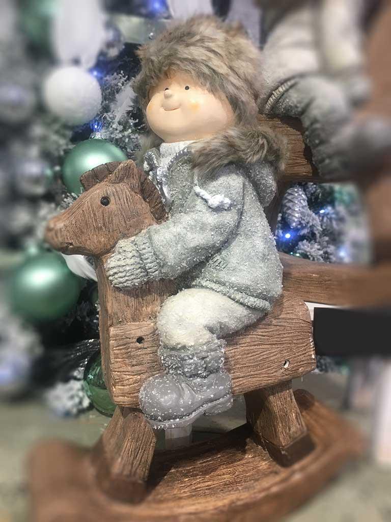 Kisfú hintalóval - nagyméretű téli figura