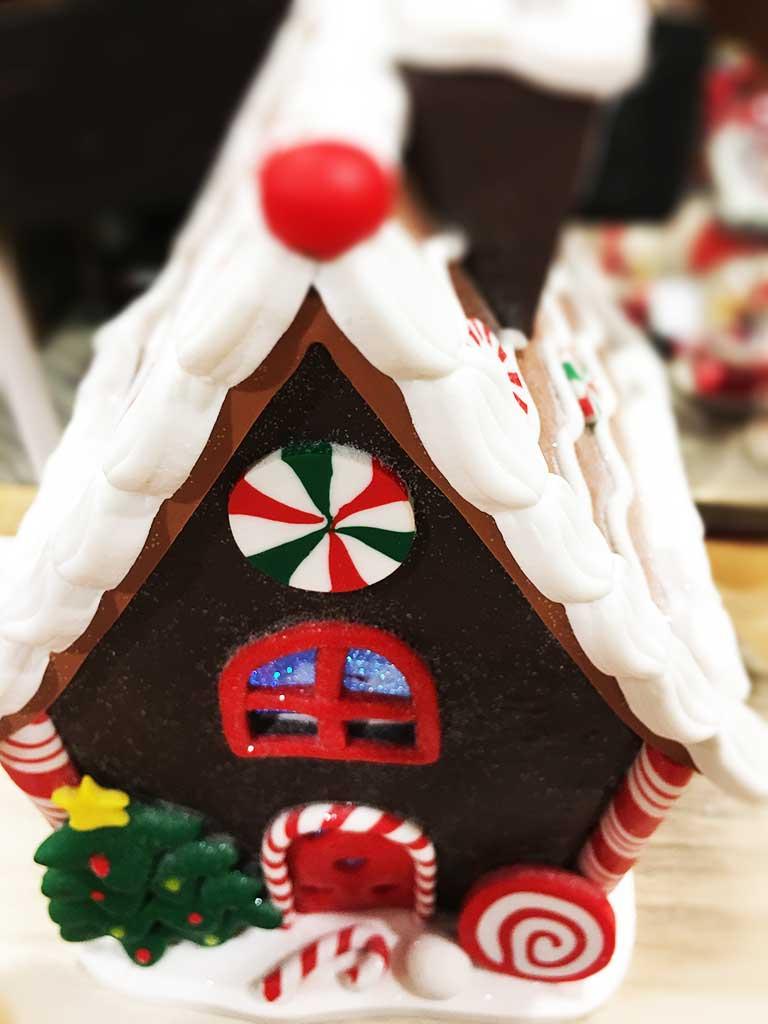 Téli dekorációs mézeskalács ház