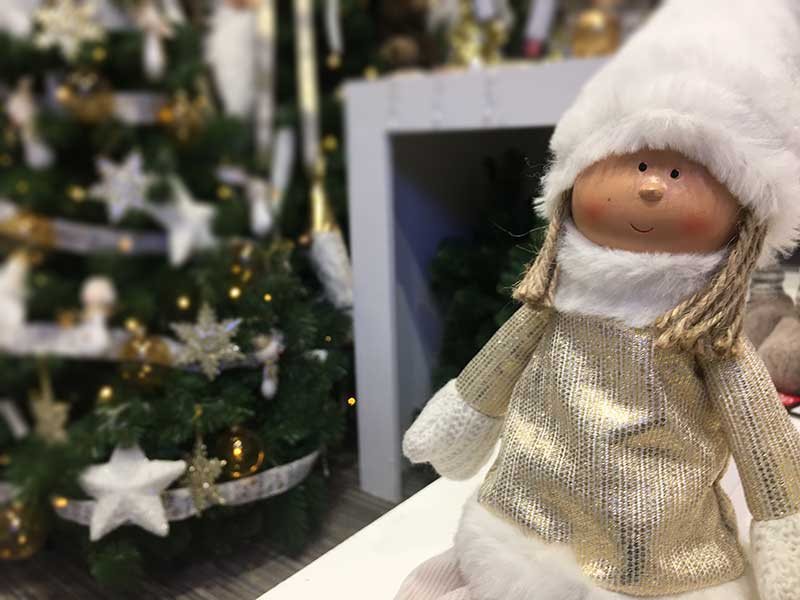 Karácsonyi figura kislány