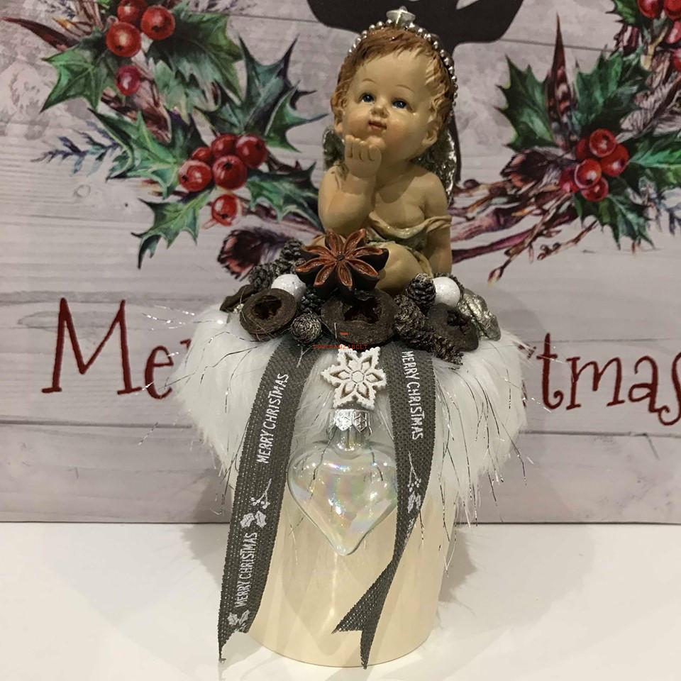 Karácsonyi asztaldísz szőrmés kerámia könyöklő angyal